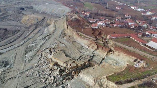 Heyelan sonrası zarar gören köy havadan böyle görüntülendi