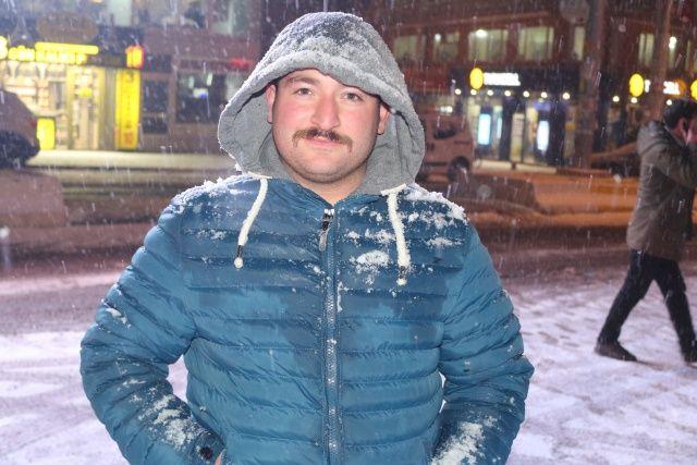 Ağrı'da lapa lapa kar yağıyor
