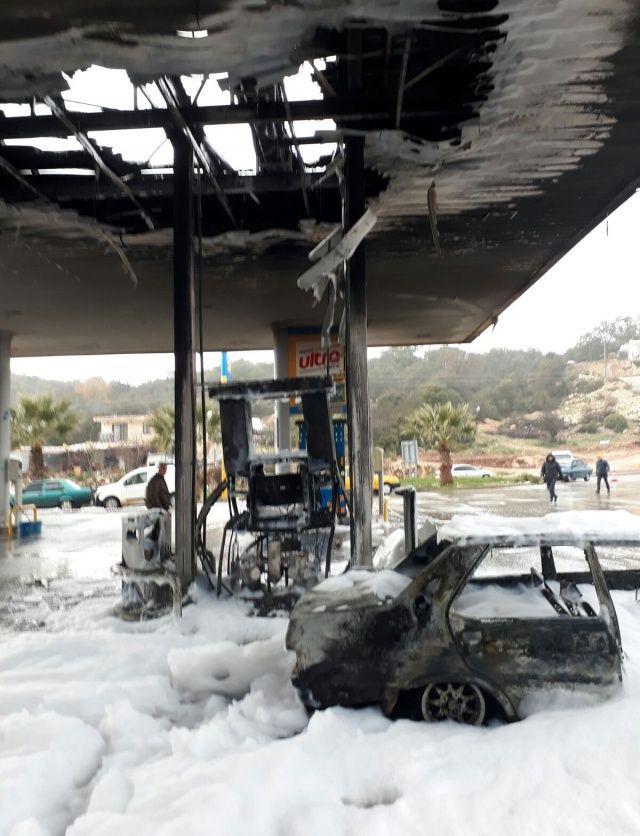 Kaş'ta bir akaryakıt istasyonuna yıldırım düştü