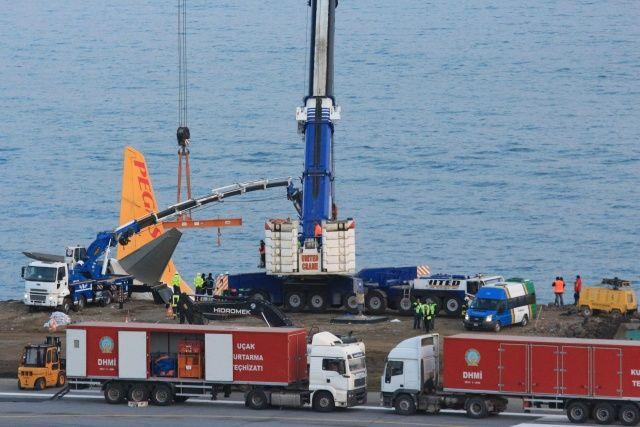 Trabzon'daki uçak için kurtarma operasyonu başladı