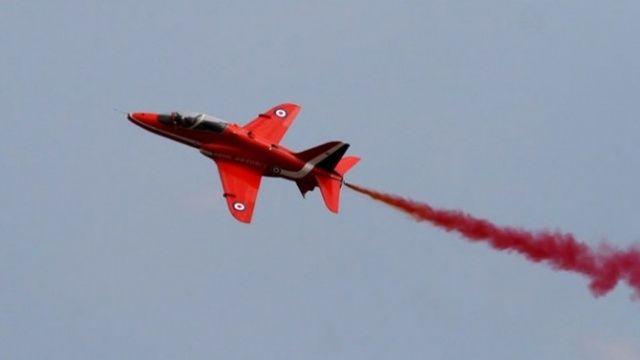 İngiltere Hava Kuvvetlerine ait gösteri uçağı düştü