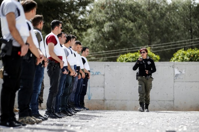Antalya emniyetinin 'Lara Croft'u Nisa Aydın, meslektaşlarını eğitiyor