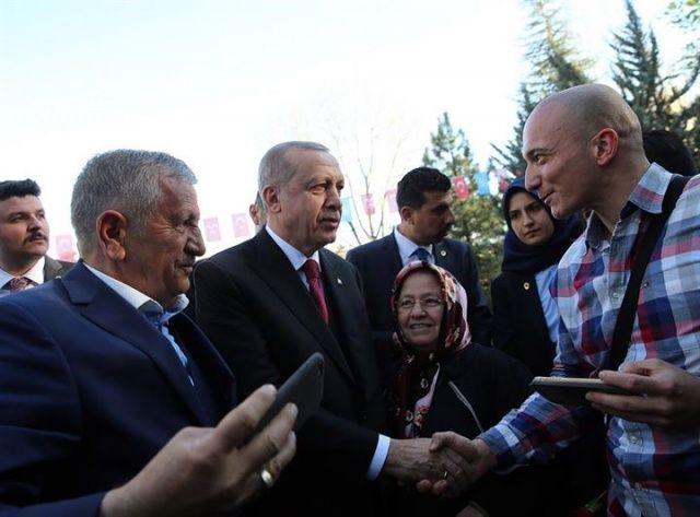 Cumhurbaşkanı Erdoğan Türkeş'in mezarını ziyaret etti