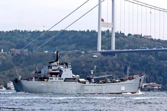 Rus gemisi, Çanakkale Boğazı'ndan geçti