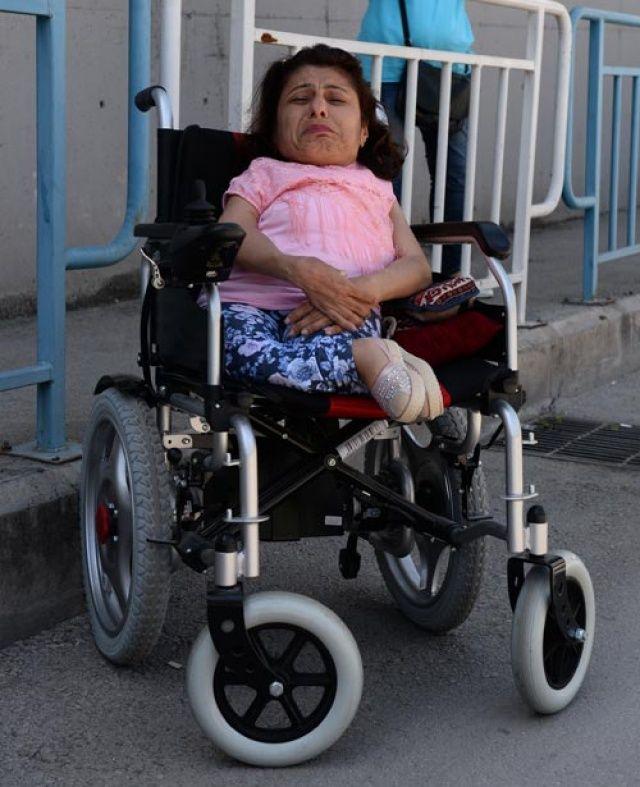 Adana'da cep telefonu çalınan engelli kadın, gözyaşlarına boğuldu