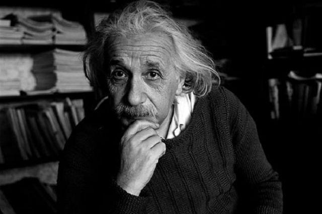 Time: Yüzyılın adamı Einstein - 1999 yüzyılın adamı kim seçilmiştir?