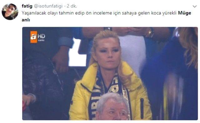Olaylı derbi sonrası maçı tribünden izleyen Müge Anlı sosyal medyada gündeme oturdu