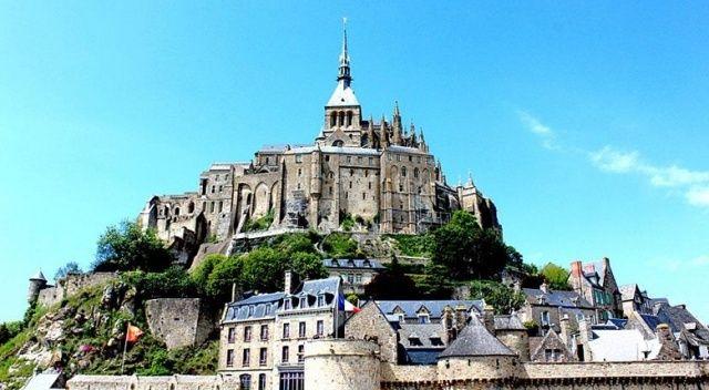 Fransa'daki tarihî ada terör şüphesiyle boşaltıldı