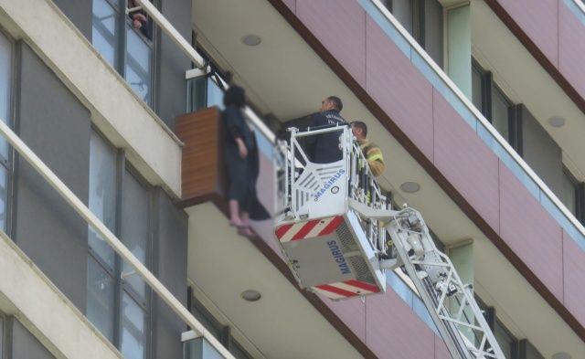 Ukrayna uyruklu kadın balkonda kemerle asılı halde bulundu