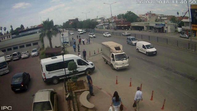 Adana'da kadın hırsızı kadınlar evire çevire dövdü