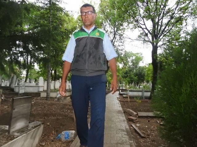 Mezarlıktaki kızı gören görevliden korkutan açıklama