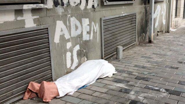 İstanbul'un göbeğinde ibretlik görüntü: Bu ceset değil