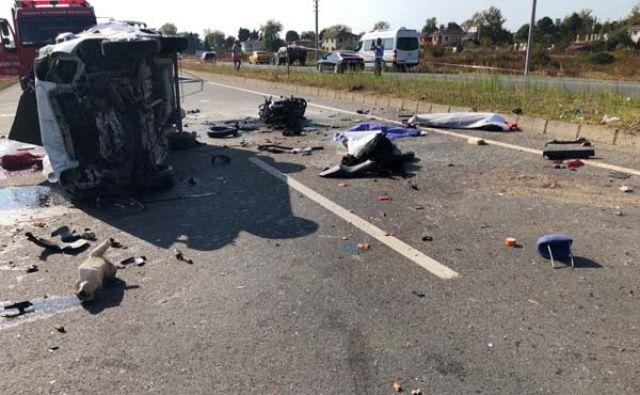 Sakarya'da otomobil motosikletli gruba çarptı: 8 kişi hayatını kaybetti