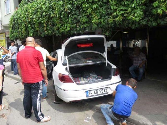 İstanbul'da hamile sürücü kahvehaneye daldı! Yaralılar var...