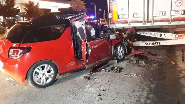 İstanbul'da feci kaza, arabanın diğer tarafına gören şoke oldu!