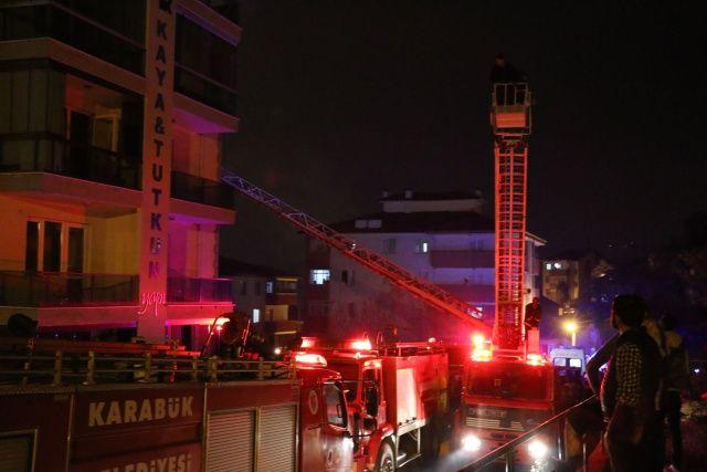 5 katlı apartmanda yangın: 18 kişi hastaneye kaldırıldı
