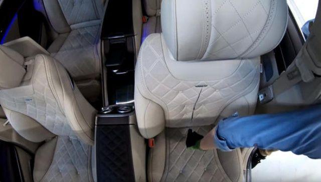 Son model arabanın koltuğunu parçaladı! İçinden bakın neler çıktı neler?