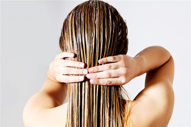 Saçlarınızı yıkarken bunu sakın yapmayın!