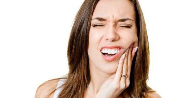 Ağrıyan dişinizin üstüne soğan koyun anında geçiriyor