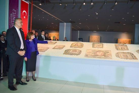 'Çingene Kızı' mozaiği törenle ziyarete açıldı