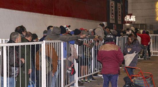 River Plate'den örnek hareket! Stadyumun kapısı evsizlere açıldı