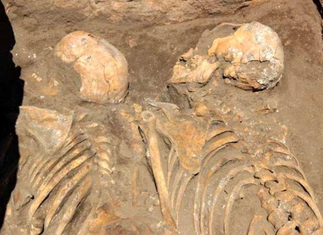 Eskişehir'de toprağın altından 5 bin yıllık insan iskeletleri çıktı