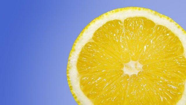 Limonu sıktıktan sonra kabuklarını sakın atmayın! İnanılmaz faydası var