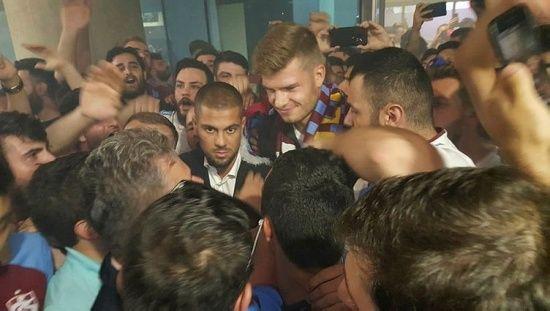 Trabzonspor'un yeni forveti Alexander Sörloth, Trabzon'a geldi
