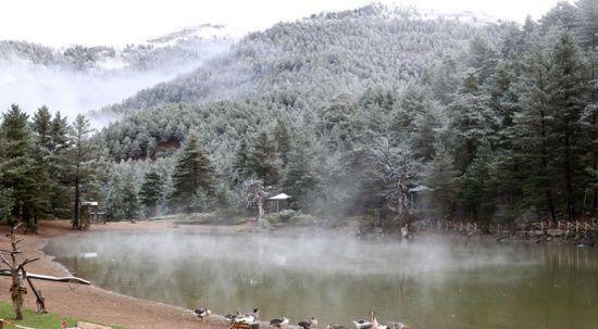 Limni Gölü'ne mevsimin ilk karı yağdı: Ortaya kartpostallık görüntüler çıktı