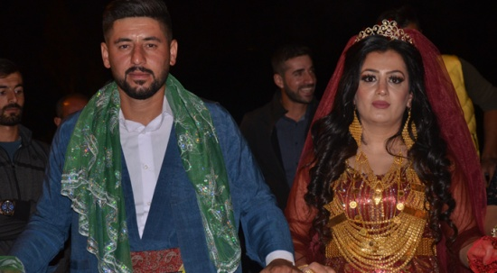 Aşiret düğününde geline 1 kilo altın, damada 150 bin lira para takıldı
