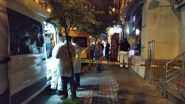 Fatih'te ölü bulunan 4 ceset Adli Tıp'a kaldırıldı