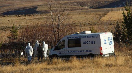 Antalya'da ölü bulunan 4 kişilik aile toprağa böyle verildi