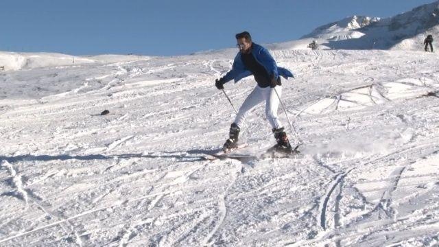 Uludağ'da kayak sezonu açıldı, tatilciler pistlere akın etti!