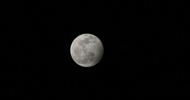 Yılın ilk dolunayı ve ay tutulması kartpostallık görüntüler oluşturdu