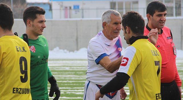 71 yaşında, 53 yıldır futbol oynuyor! Yeni takımıyla ilk maçına çıktı