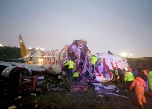 Sabiha Gökçen'deki uçak kazasından ilk görüntüler