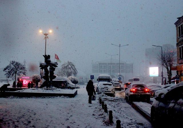 Tam 4 yıl sonra kar yağdı, vatandaşlar keyfini çıkardı!