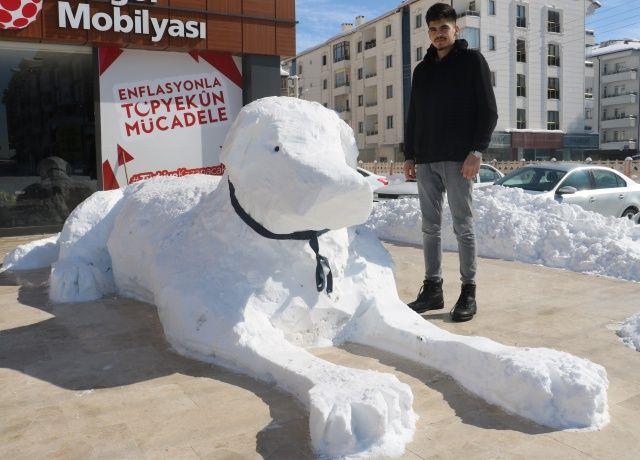 Sivaslı'nın kardan adamı böyle olur