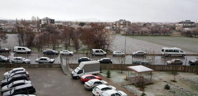 Mart ayının son günlerinde güne kar yağışıyla uyandılar!