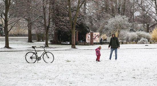 Kış geri geldi! Sokaklar beyaza büründü