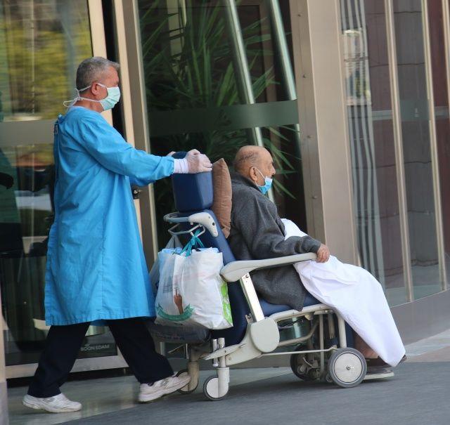 80 ve 89 yaşlarındaki çift korona virüsü yendi