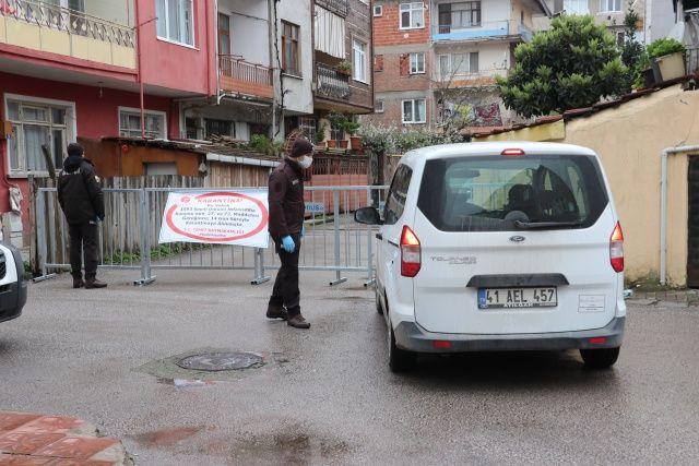 Eşi koronavirüs tedavisi gören yaşlı kadın ölünce sokak karantinaya alındı