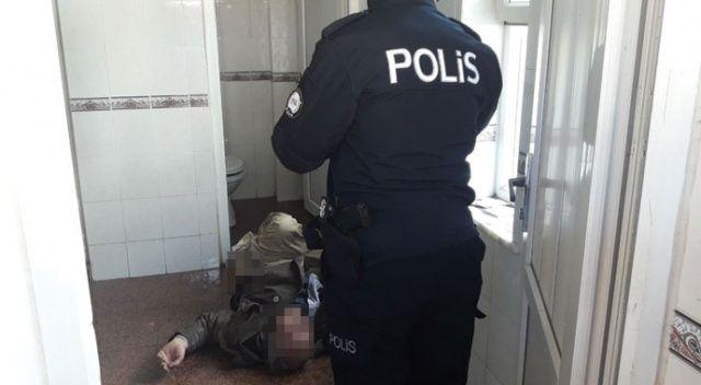 76 yaşındaki adam halk tuvaletinde ölü bulundu!