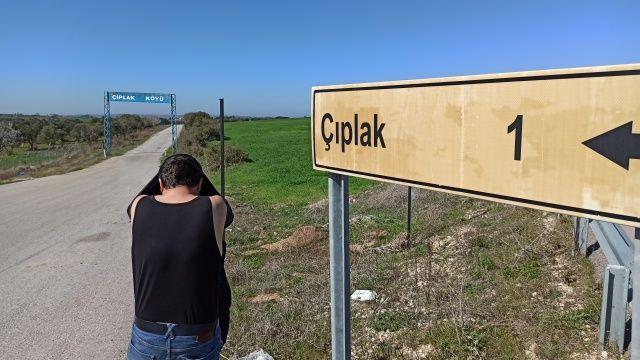 Bu köyün tabelasını gören soyunup fotoğraf çektiriyor