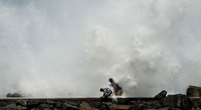 Amphan Kasırgası saatte 170 kilometre ile kıyıya yaklaşıyor