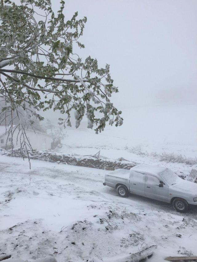 Antalyalılar bayram sabahına kar yağışıyla uyandı