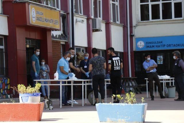 Kimlik yerine ehliyetle sınava gelen öğrenci sınava alınmadı