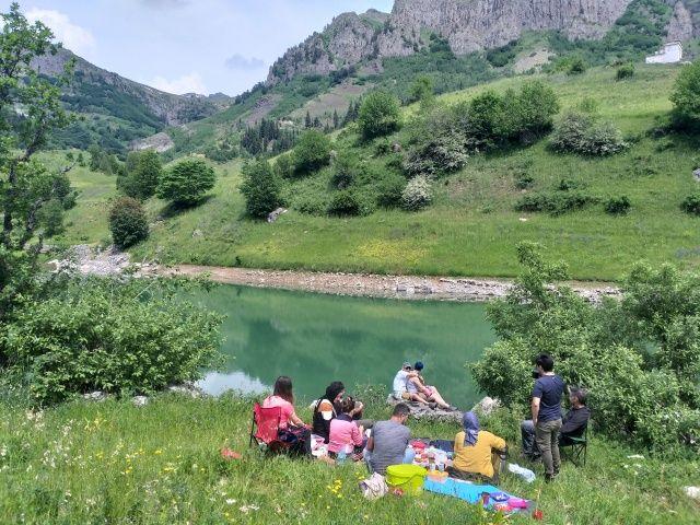Doğa severlerin uğrak noktası! Bin 800 rakımlı köyde kamp keyfi