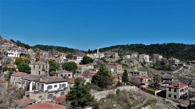 Taş evleri ve tabiî güzellikleriyle dikkat çekiyor! 50 haneli köy, yılda 200 bin ziyaretçi ağırlıyor