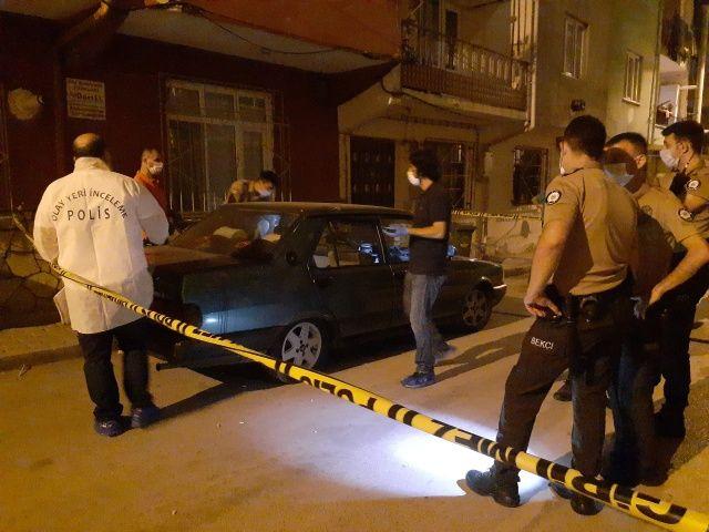 Silah sesleri üzerine eve giden baba 2 çocuğu ve eşini kanlar içinde buldu